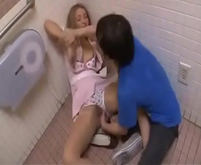 camarera-violada-en-los-banos-del-restaurante