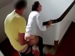 joven-le-rompe-el-culo-a-puta-en-las-escaleras